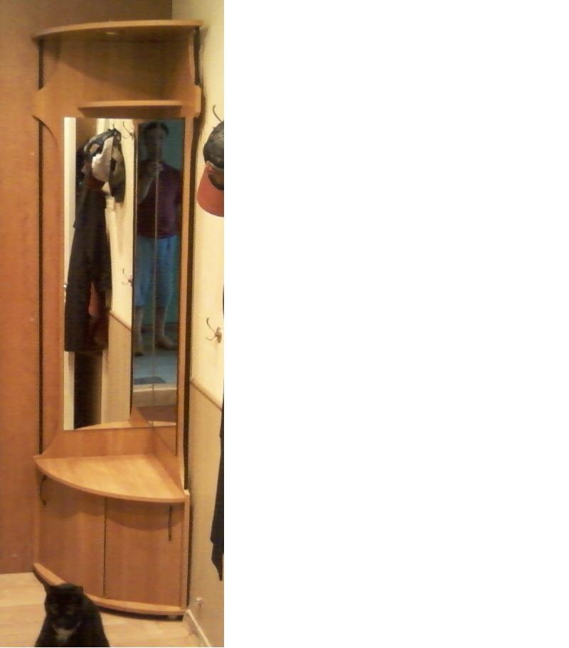 Продается углоыой шкаф-тумба для прихожей - удмуртская респу.